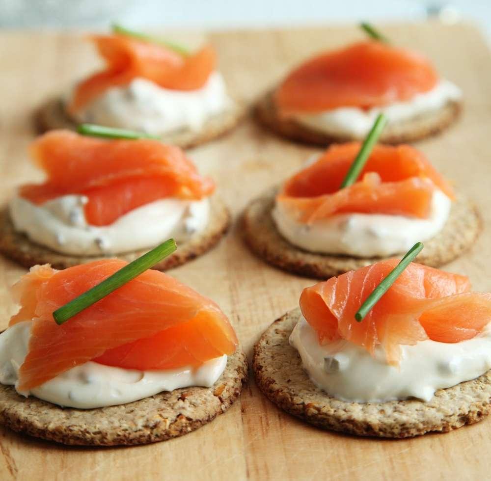 Servírujte na bezlepkové bagetě, bezlepkových crackerech nebo na doma připravených slaných bezlepkových sušenkách.